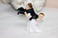 """Статуэтка на свадебный торт """"Невеста тащит жениха"""""""